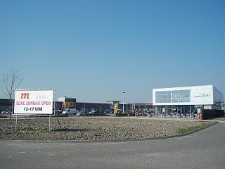 woonboulevard met bouwmarkt Karwei: foto infomiddelburg.nl